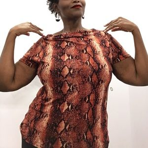 Fall in love snake print plus size top In 2XL
